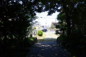 堅田神社(皇大神宮 摂社)から望む国道42号