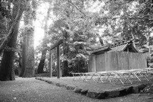 パイプ椅子が準備された大土御祖神社(皇大神宮 摂社)