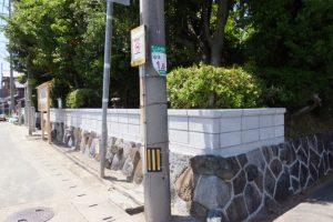 生け垣がブロック塀に変わった牟山中臣神社(伊勢市田尻町)
