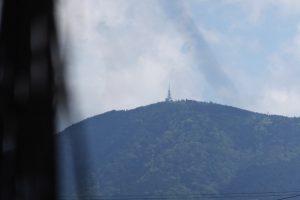 牟山中臣神社(伊勢市田尻町)から望む朝熊山(朝熊ヶ岳)