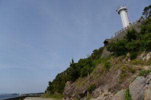鎧崎灯台を見上げて