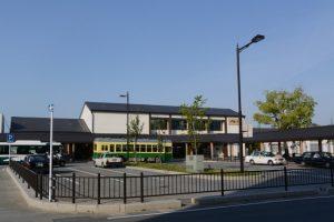 伊勢市駅前バス、タクシーのりば付近
