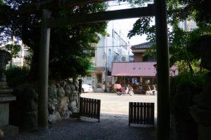 箕曲中松原神社の蕃塀の先にある風景