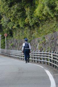外宮周辺を警備する福井県警の警察官(2名)