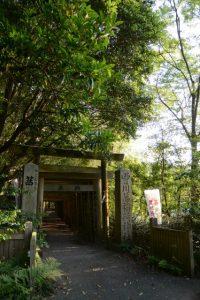 茜社・豊川茜稲荷神社の参道(伊勢市豊川町)