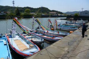 藻刈神事の船が準備された江漁港
