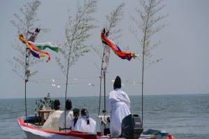 海の祭場へ向かう藻刈神事の船(神事用)
