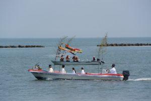 海の祭場へ向かう藻刈神事の船々