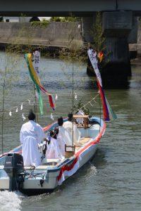 藻刈神事を終えて引き返す船(神事用)