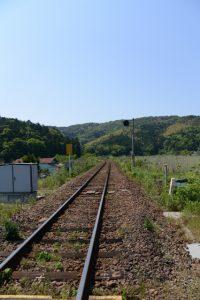 JR江之道踏切から遠望する江神社(皇大神宮 摂社)方向