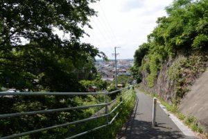 天神丘から玄忠寺側への坂道