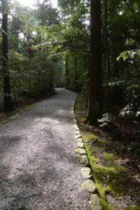 北御門から大津神社方向への参道(外宮)