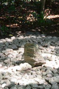 河原神社(豊受大神宮 摂社)の御敷地に置かれている石