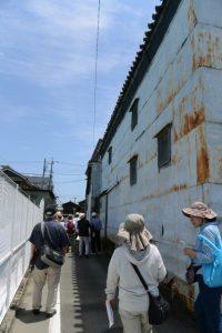 有緝小学校の校庭の南側(河崎環濠痕跡巡りツアー)