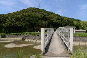 朝熊川に架かる歩道橋