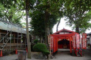 修繕作業中の今社と假殿となっている清川稲荷大明神