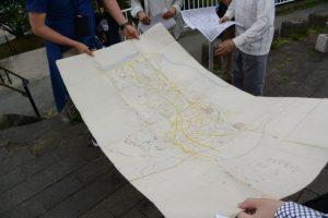 ブラッチェiseミニツアー開始、古地図を広げて