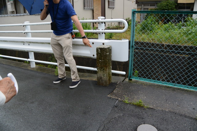 今も残されている山名橋の親柱(伊勢市浦口)