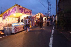 赤崎祭(ゆかた祭り)当日のにぎわい(赤崎神社へ)