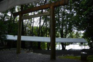 仮殿に仮殿遷座を終えた饗土橋姫神社(皇大神宮 所管社)付近
