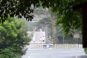 饗土橋姫神社(皇大神宮 所管社)前から望む宇治橋方向