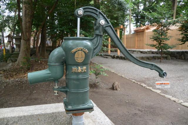 井戸に設置された川本式手押しポンプ、上社(伊勢市辻久留)