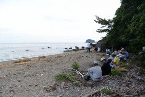 潜島の注連縄張り替え、伊勢市二見町松下の住民による奉仕