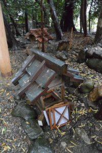 仮殿付近に置かれていた常夜燈の火袋部、上社(伊勢市辻久留)