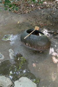 新たに注がれた手水、河原神社(豊受大神宮 摂社)