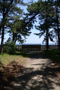 御塩殿神社の社域から望む二見浦海岸