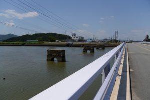 汐合橋から望む五十鈴川に残された神都線 汐合鉄橋跡