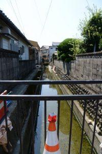 松垣外橋の下を流れる水路(伊勢市大世古)