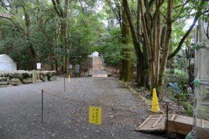 関係者以外立入禁止となっている津長神社への参道