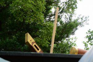 千木に立て掛けられた角材と・・・、今社(伊勢市宮町)