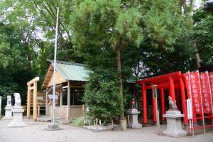 修繕中の坂社と仮殿となっている坂之森稲荷大明神