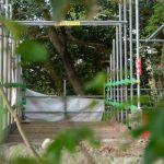大水神社への参道に設置されている仮設の作業路