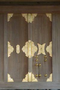 金物が配された立派な御垣の御門、坂社(伊勢市八日市場町)
