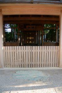 扁額他が設置されていた坂社の拝殿