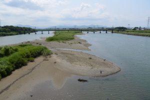 豊浜大橋から眺める宮川の上流方向