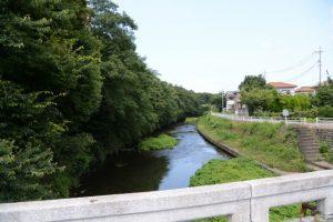 落田橋から望む汁谷川下流方向