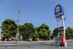 ProMarketの駐車場から望む草奈伎神社方向