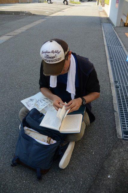 坊之世古の道標の説明にある山田三道場を調査するの図