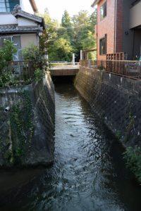 法務局伊勢支局の駐車場から望む豊川の流れ
