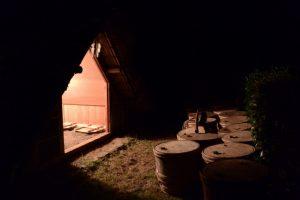 御塩汲入所の前に並べれられている鹹水の樽(御塩殿神社)