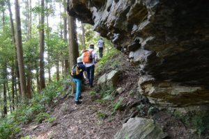 山崎の大岩から下久具浅間山の頂上へ
