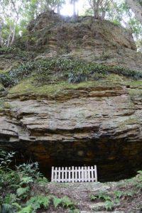 山崎の大岩(度会町下久具)