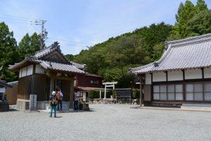 薬師堂と本堂(大悲山 法光寺)