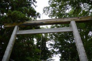 境内入口に建つ鳥居、須原大社(伊勢市一之木)