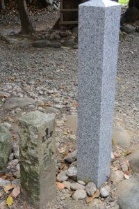 山ノ神の敷地に建てられた石柱、上社(伊勢市辻久留)