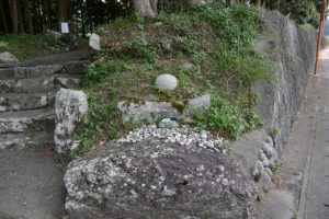 金毘羅石(旧大野木神社入口付近)